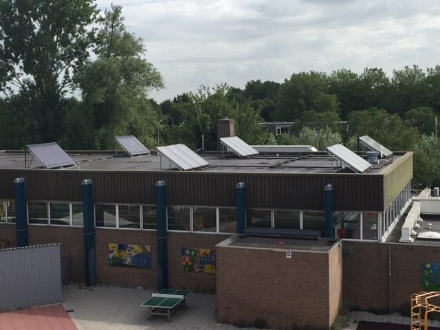 Heatpipes op dak zwembad Monnickendam