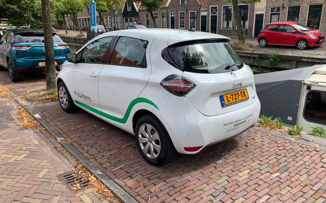 Nieuwe deelauto in oude kom Edam